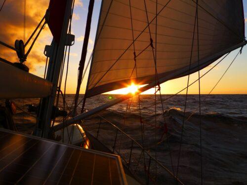 Couch Sailing - Literaturboot - Buchkritiken, Abenteuer & Fernweh, Empfehlung
